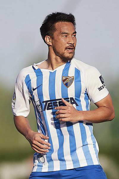 岡崎慎司はスペイン人好みのFWだ。マラガで早くも見せた「適応力」|海外サッカー|集英社のスポーツ総合雑誌 スポルティーバ 公式サイト web Sportiva