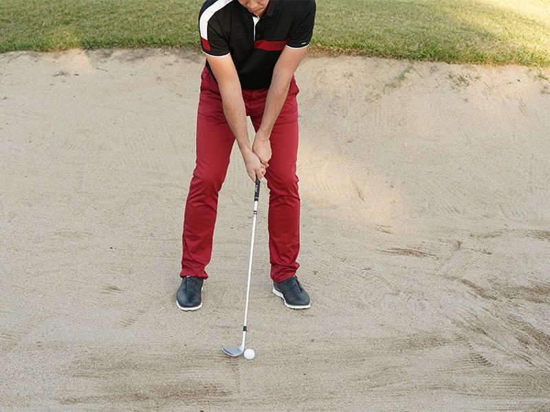 アマチュアゴルファーが最も苦手なバンカーショットを克服するには?|ゴルフ|集英社のスポーツ総合雑誌 スポルティーバ